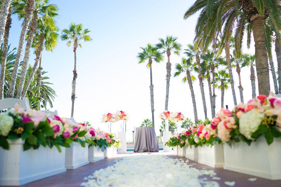 Beach_Wedding_WaterfrontHilton_FlowersbyCina_1