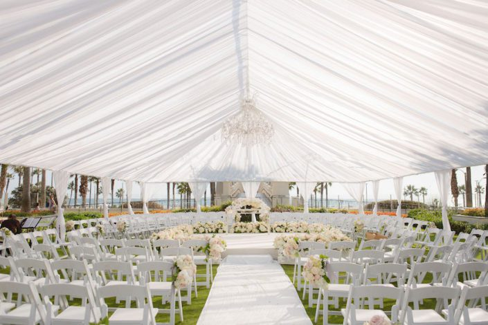 huntingtonbeachwedding_flowersbycina_insideweddings_26-1-705x470